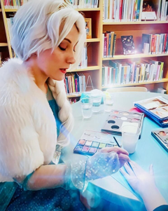 Käsimaalauksia kirjastolla Ystävänpäivänä 2020